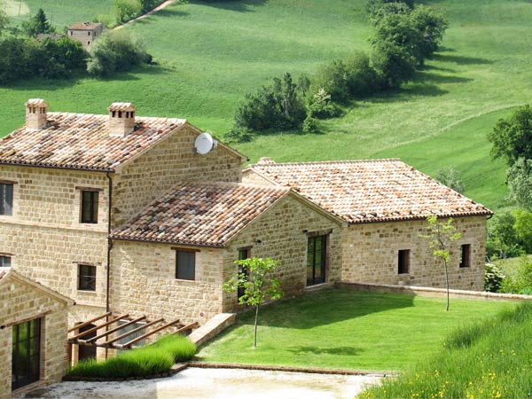 Villa la regina | swimming pool | le marche holliday rent villa for small group and team building