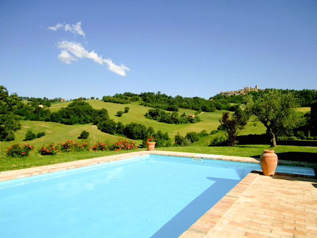 Villa la regina | swimmingpool | le marche holliday rent villa for small group and team building