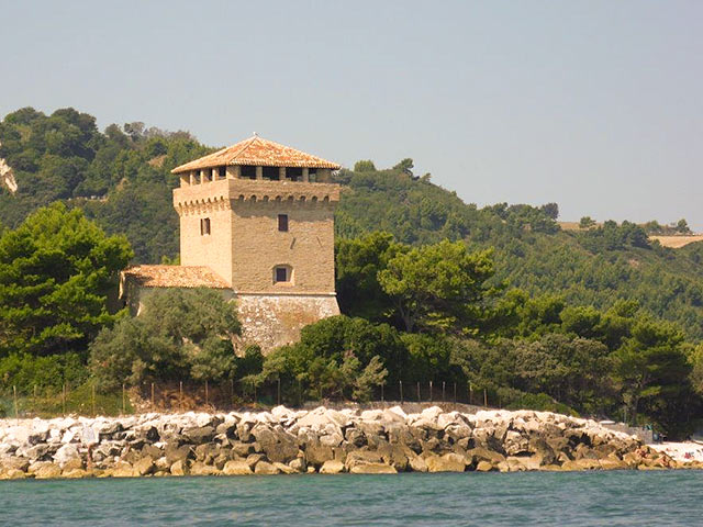 torre di portonovo | le marche holliday rent villa for small group and team building