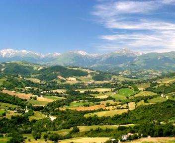 le marche holiday small group vacation italy